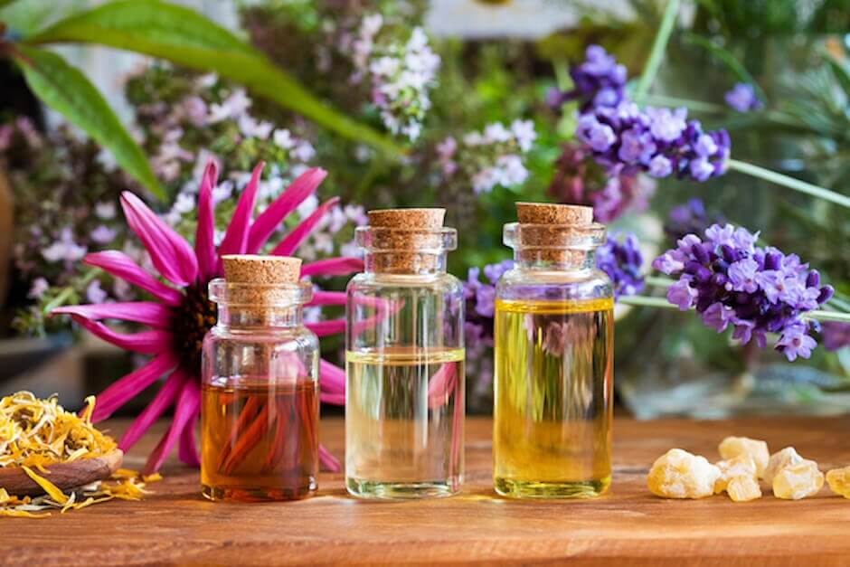 Essential Oil Perfumes: 4 recipes to replace your chemical fragrances
