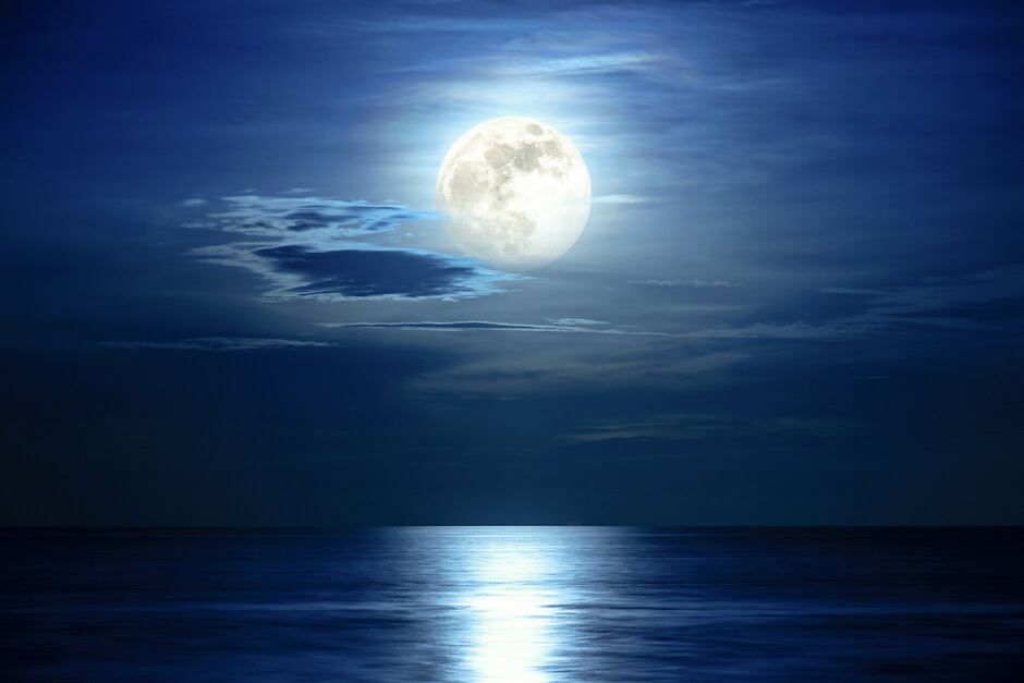 Essential Oils for the Full Moon